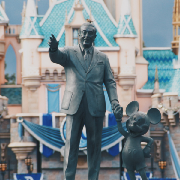 Walt Disney World vs Disneyland – What's the Difference? Featured Image