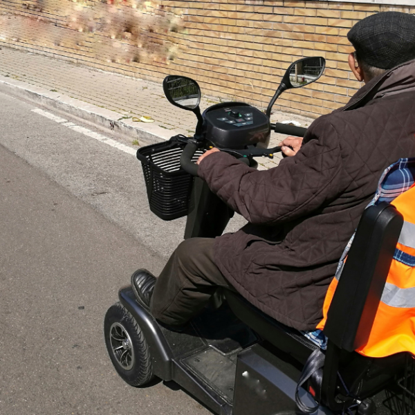 Safety Tips for First-Time Mobility Scooter Users Featured Image